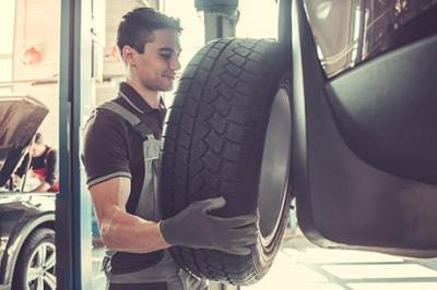 Remplacement de pneus près de La Feuillie
